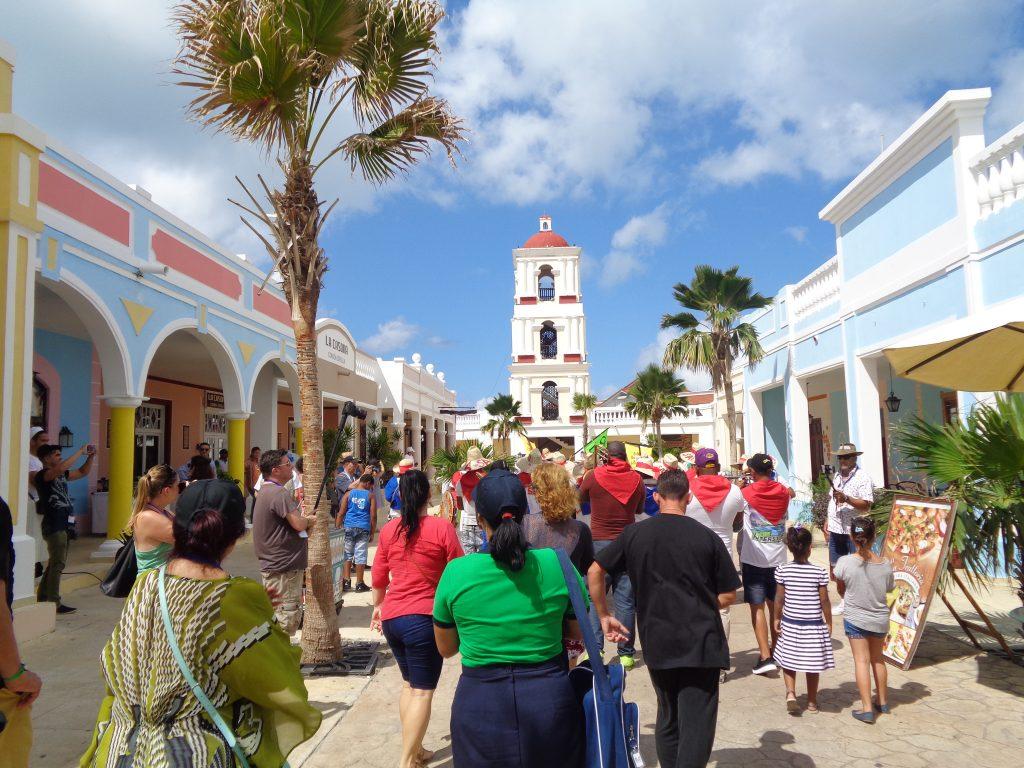 """Този """"площад"""", наречен """"Ла Естрея"""", е изкуствено построен на кайо Санта Мария–само за разтуха на туристите. Снимка: Къдринка Къдринова"""
