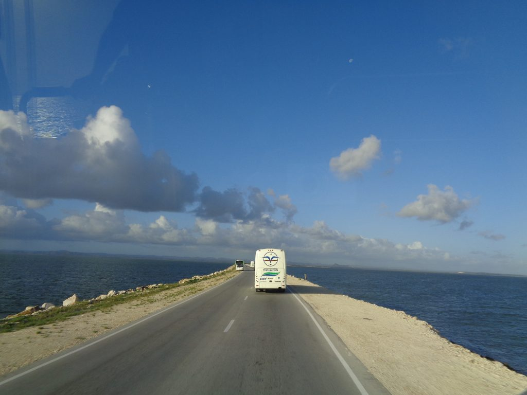 48-километровият път през морето, който води до кайо Санта Мария. Снимка: Къдринка Къдринова