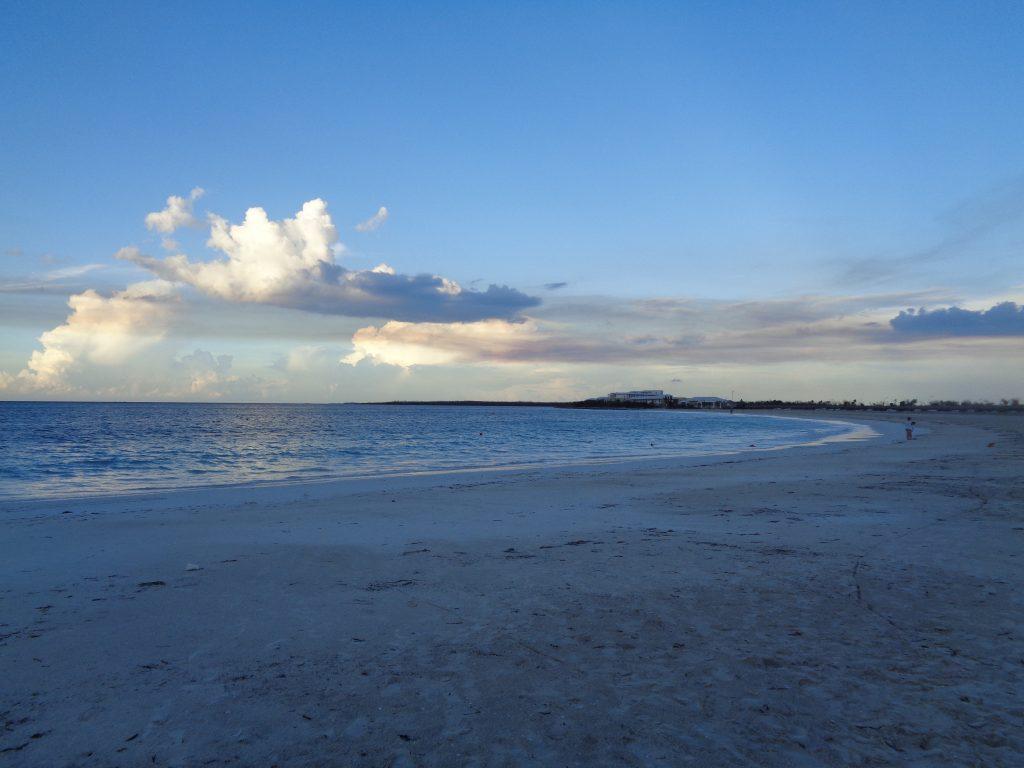 """Плажът край хотел """"Дауа"""" при здрач. Снимка: Къдринка Къдринова"""