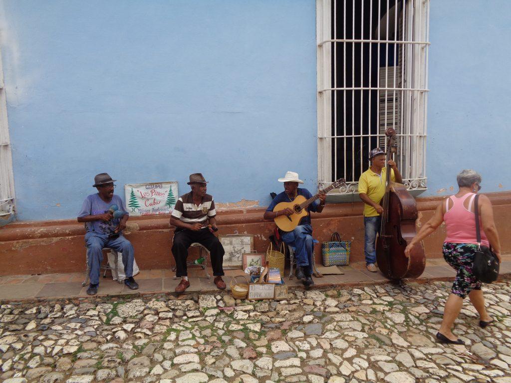 Уличен оркестър от пенсионери в Тринидад. Снимка: Къдринка Къдринова