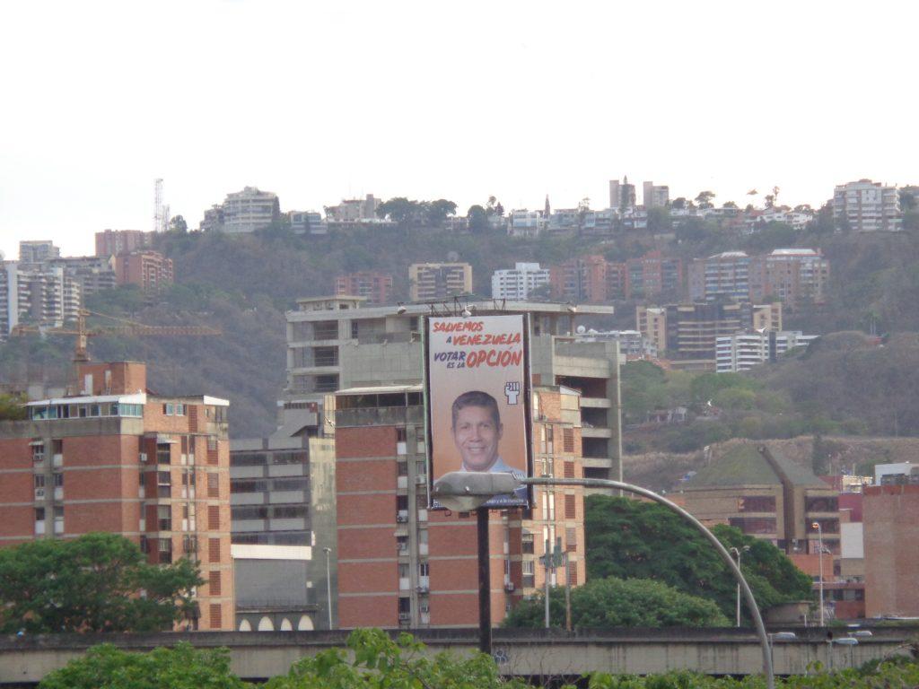 Билборд с лика на Енри Фалкон на една от централните магистрали в Каракас. Снимка: Къдринка Къдринова