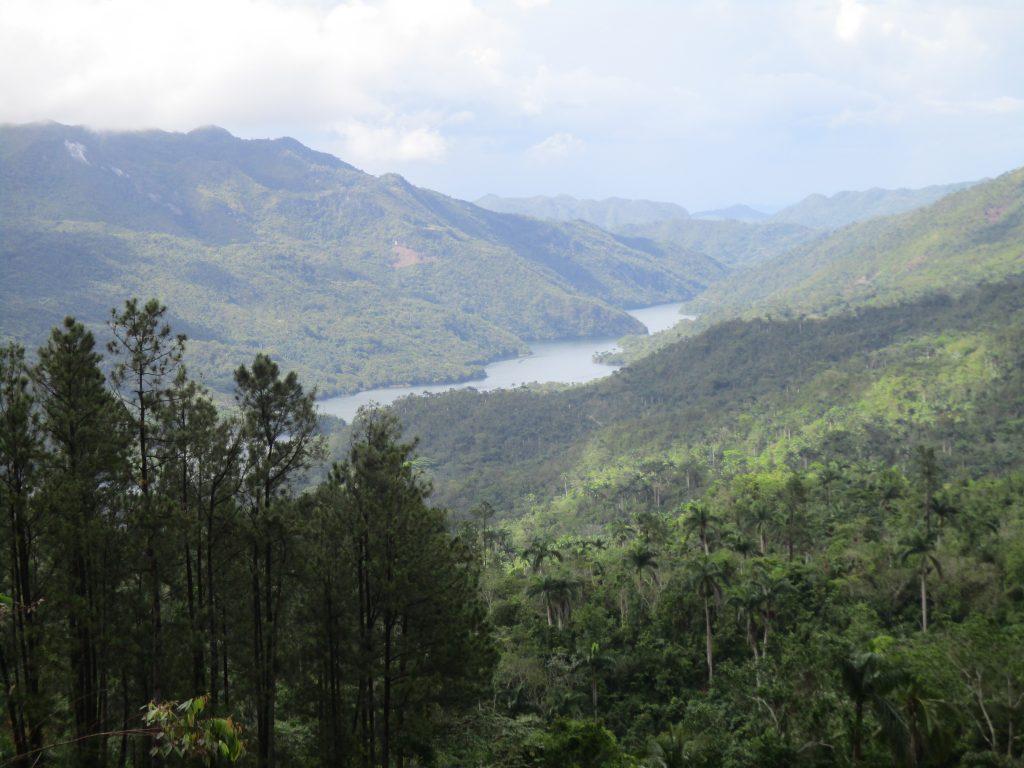 Панорамна гледка към язовира Анабания и реката Рио Негро. Снимка: Къдринка Къдринова