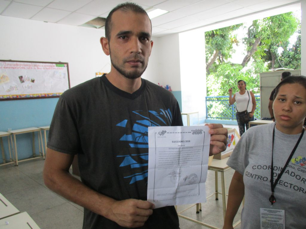 """Джон Рамирес, """"свидетел"""" на опозиционния кандидат Енри Фалкон. Снимка: Къдринка Къдринова"""