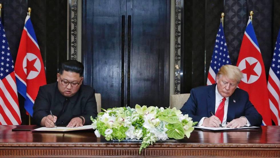 Ким Чен-ун и Доналд Тръмп при подписването на съвместната им декларация в Сингапур. Снимка: EFE