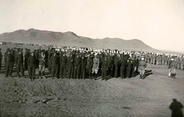 Испански изгнаници, изпратени от френските власти в Алжир да строят Транссахарската железница. Снимка: Valencia Plaza