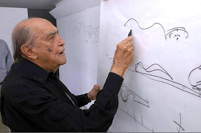Оскар Нимайер си отива през 2012 г., 10 дни преди да навърши 105 години. До последно той твори в ателието си, оставайки неизменен поклонник на вълнистата линия, която смята за съвършена–защото тя напомня извивките на женското тяло... Снимка: CAU/BR