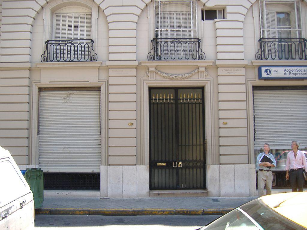 На петия етаж на тази сграда в Росарио семейството на малкия Ернесто прекарва първите дни след раждането му. Снимка: Уикипедия