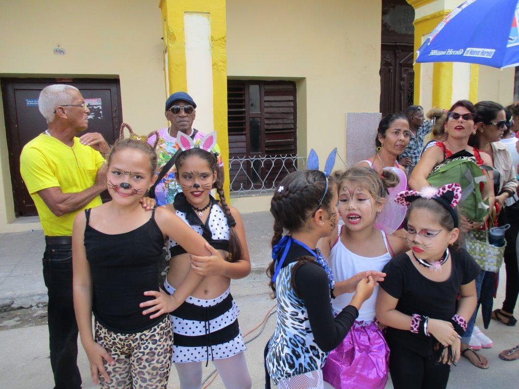 Карнавалното настроение беше изрисувало лицата на много от децата, включили се в уличната фиеста. Снимка: Къдринка Къдринова