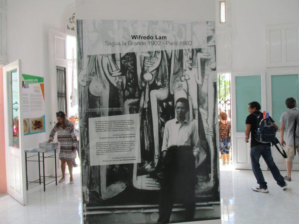 Табло със снимката на Вифредо Лам в изложбената зала с негови творби. Снимка: Къдринка Къдринова
