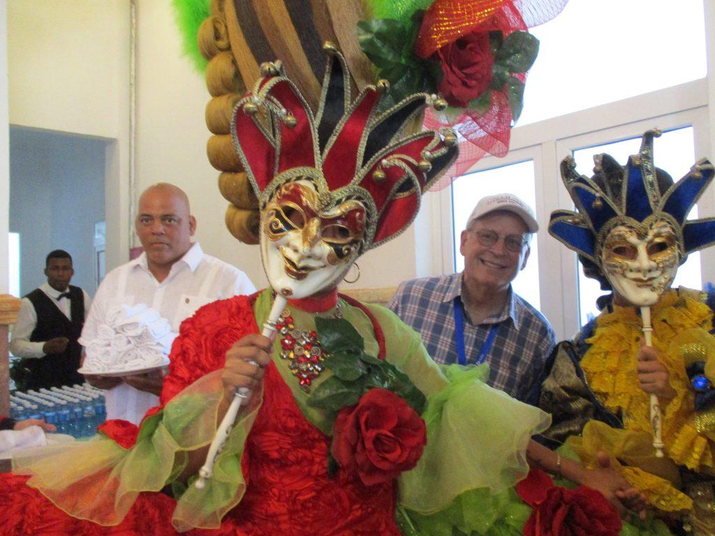 Карнавалното настроение е неизменна част от битието из тези тропически ширини. Снимка: Къдринка Къдринова