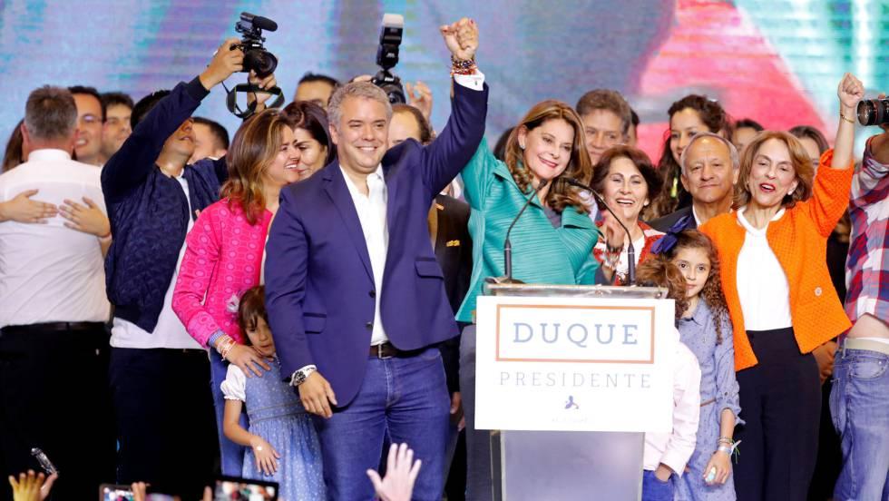 Иван Дуке (в средата) получи победа, гарантирана с целия мощен ресурс на обединената десница. Снимка: El Pais