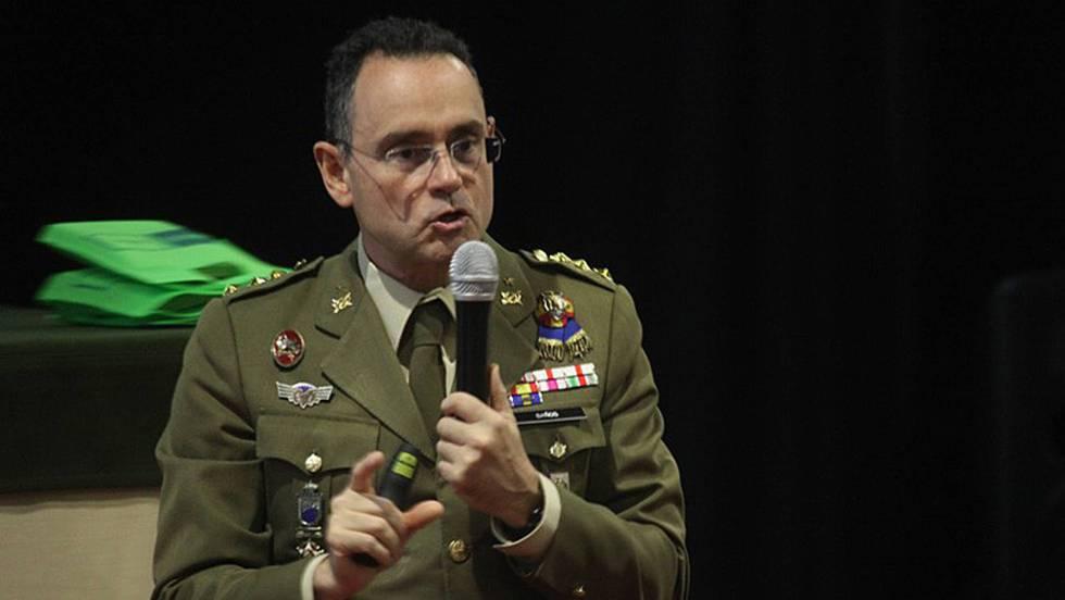 Приказливият на руски теми полковник Педро Баньос не бе харесан за шеф на Националната сигурност на Испания. Снимка: El Pais