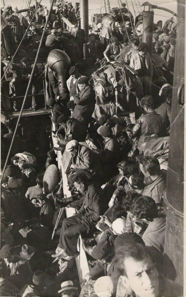 """40 дни френските власти държат републиканците на борда на """"Станбрук"""" без да им разрешат да слязат в Оран. Снимка: El Pais"""