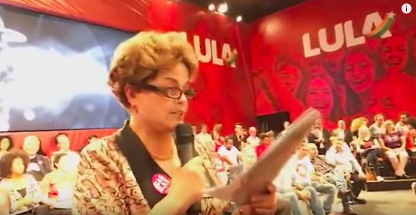 Дилма Русеф чете манифеста на Лула в Контажем. Снимка: diariodocentrodomundo