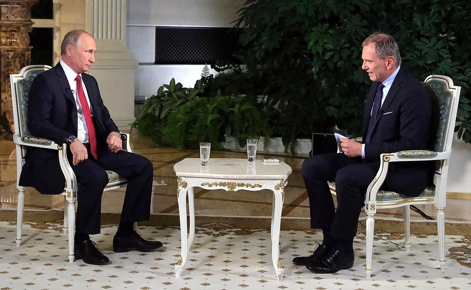 Руският президент Владимир Путин и австрийският журналист Армин Волф по време на интервюто. Снимка: kremlin.ru
