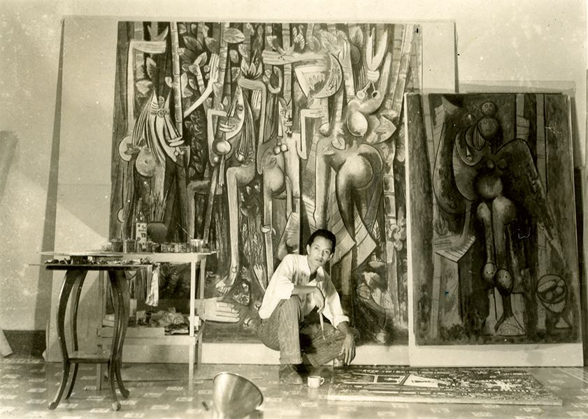 """Вифредо Лам в ателието си в Хавана през 1943 г.–пред картината си """"Джунглата"""". Снимка: museolam"""