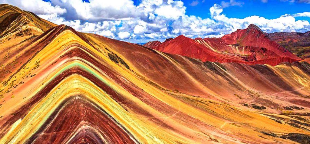 Оригиналното име на планината в седем цвята е Виникунка, но понякога я наричат и планината-дъга. Снимка: Resumen Latinoamericano