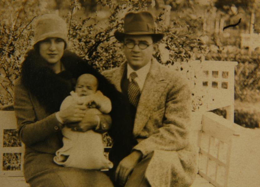 Селия де ла Серна и Ернесто Гевара Линч с първородния си син Ернесто. Снимка: Centro de Estudios de Che Guevara