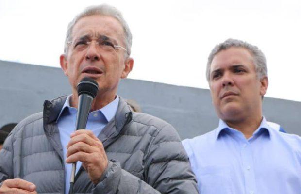 Ултрадесният бивш президент Алваро Уробе (вляво) е менторът на Иван Дуке и очевидно ще чертае посоките на предстоящото управление. Снимка: Resumen Latinoamericano