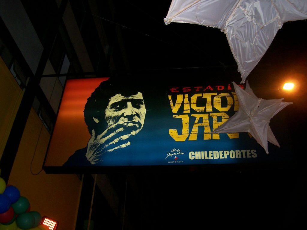 """Табелата с името на стадион """"Виктор Хара"""" в Сантяго. Снимка: Къдринка Къдринова"""