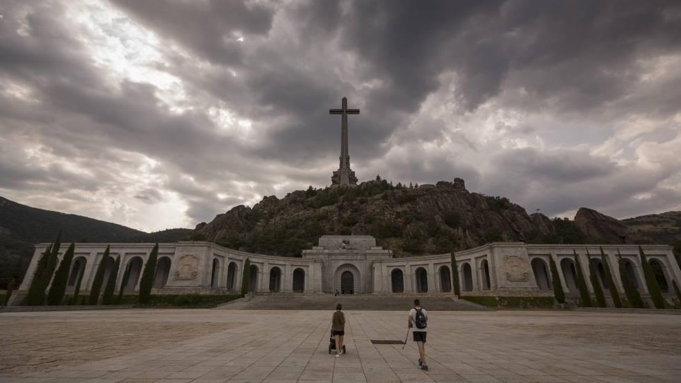 """Монументът на """"помирението"""" в Долината на падналите, където засега е погребан и Франко. Снимка: El Pais"""