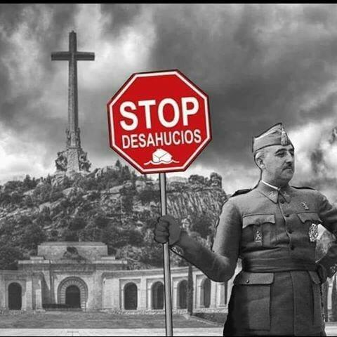 """Колаж с архивна снимка на Франко на фона на мемориала в Долината на падналите, като диктаторът държи знак с типичния надпис на гражданското левичарско движение """"Стоп на изселванията"""". Снимка: Фейсбук"""