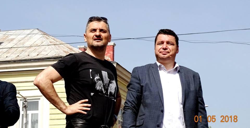 Йордан Мичев (вдясно) редом до зам.-председателя на БСП Кирил Добрев на първомайския митинг на соцпартията в София тази година. Снимка: Фейсбук
