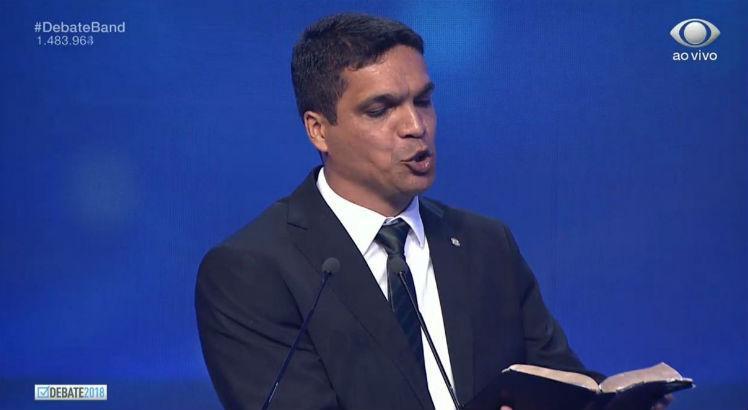 """Бившият пожарникар и настоящ депутат от партията """"Патриот"""" Кабо Дасиоло има колоритни халюцинации. Тук той е на кадър от въпросния телевизионен дебат"""