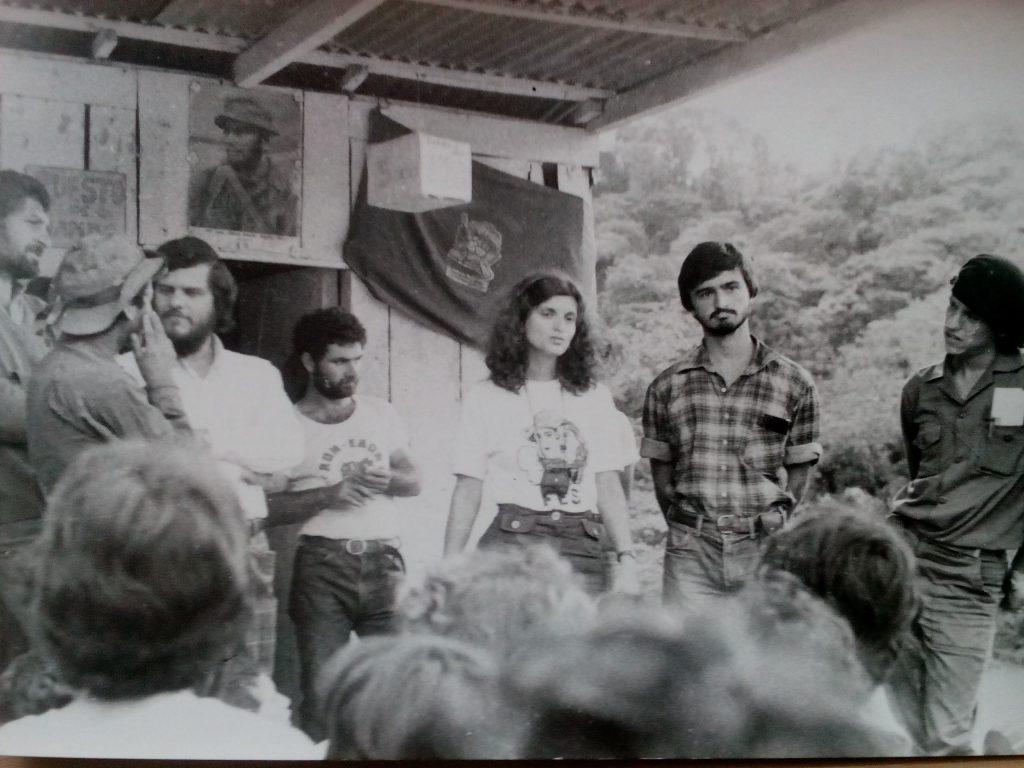 Чуждестранните интернационалисти се сбогуват с Ел Улар на прощалния митинг. Говори представителката на България Къдринка Къдринова. 1985 г. Снимка: Валентин Буюклиев