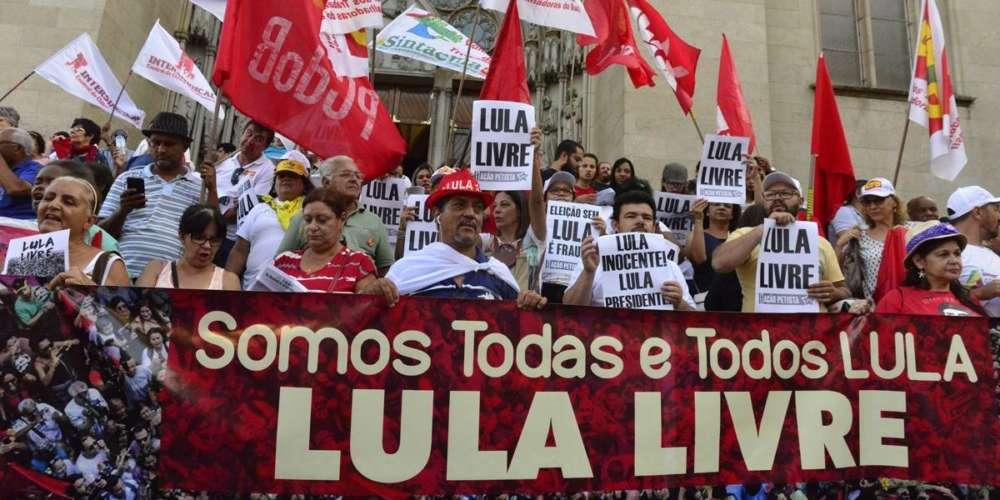 """Движението """"Свобода за Лула"""" ежедневно мобилизира хиляди бразилци по улиците. Снимка: ipolitica.blog"""