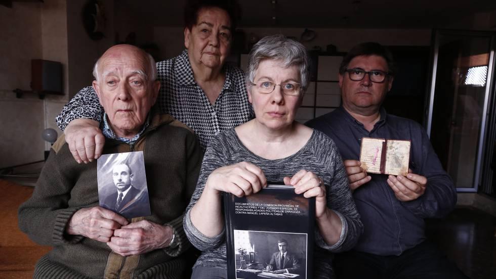Това е семейството на разстреляния републиканец Мануел Лапеня, което иска да си прибере останките му от Долината на падналите, но не може, защото е невъзможно вече те да бъдат идентифицирани. Снимка: El Pais