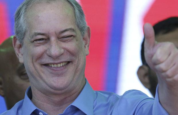 Социалдемократът Сиро Гомес още не може да спре да се смее. Снимка: Resumen Latinoamericano
