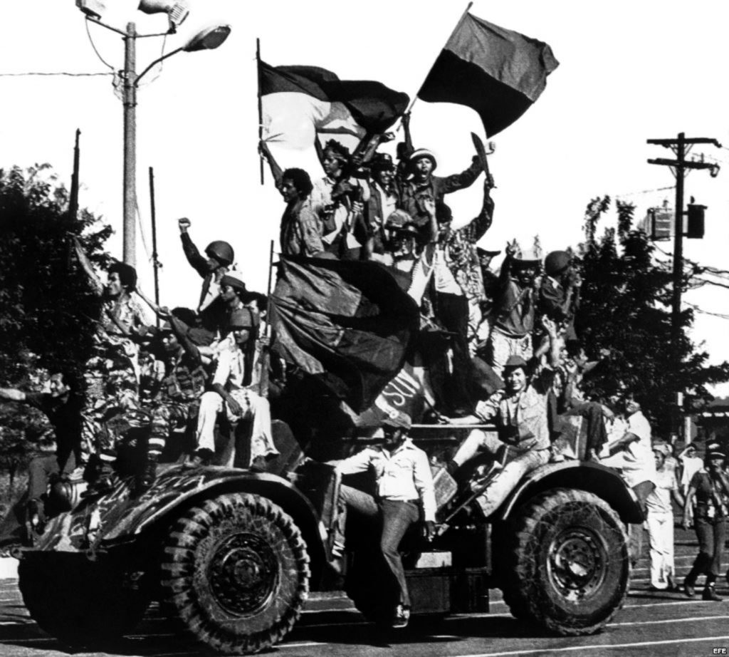 Сандинистки бойци трумфират в никарагуанската столица Манагуа след победата на революцията. Снимка: La Prensa