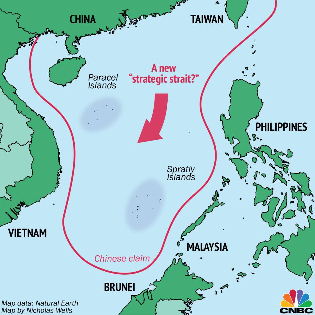 """Тази карта на CNBC дава представа за очертания с червена линия """"биволския език"""" на китайските претенции в Южнокитайско (Източно) море. Личат и островните групи Парасели и Спратли"""