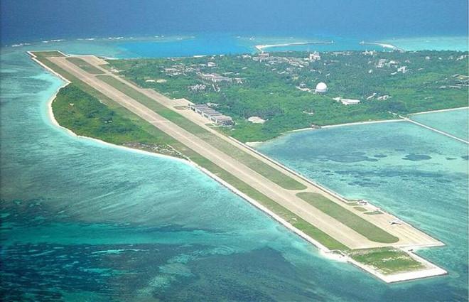 Китай разширява изкуствено спорните острови, строи на тях писти и пристанища. Снимка: Asia Times
