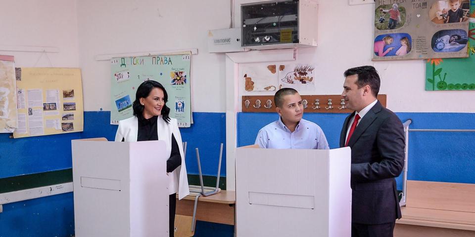 Македонският премиер Зоран Заев гласува днес на референдума заедно със семейството си в своята родна Струмица. Снимка: vlada.mk