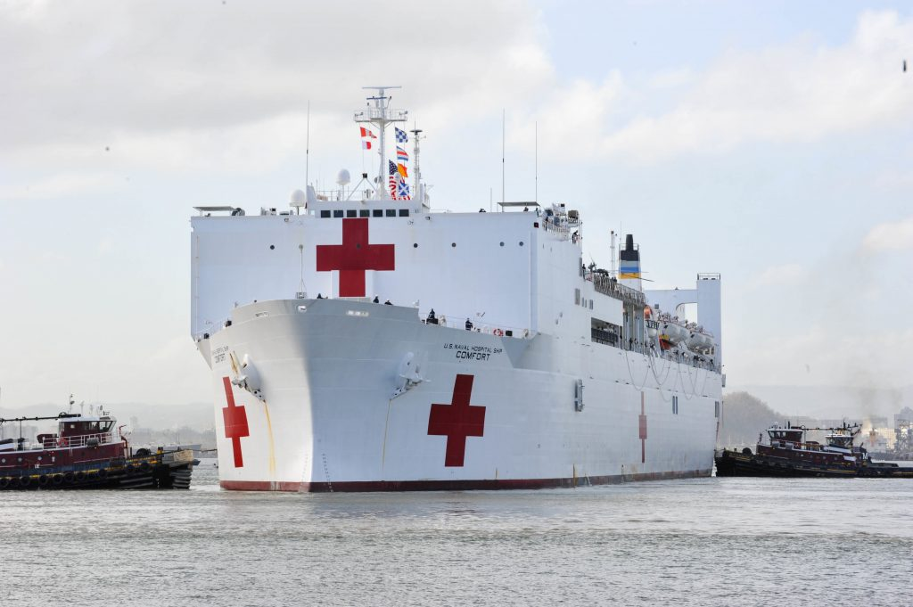 """Военният кораб болница """"Комфорт"""" на американските ВМС щял само да помага на венесуелски мигранти. Снимка: USNInews"""