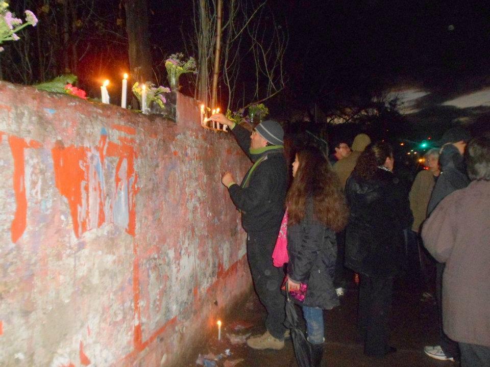 """Днес """"къщата на ужасите"""", станала лобно място на Валенсуела Леви и другарите му, е масто за поклонение пред жертвите на диктатурата. Снимка: El Siglo"""