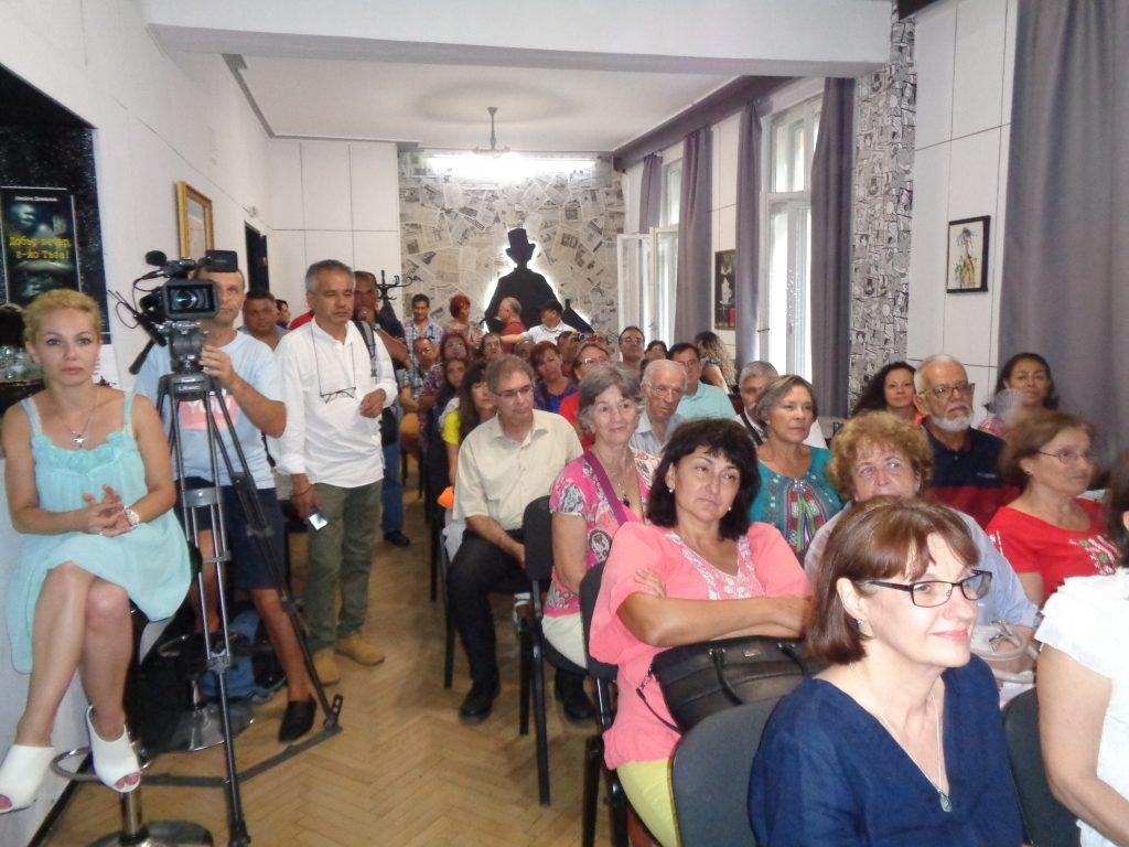 """Клуб """"Журналист"""" на СБЖ се изпълни с български възпитаници и дошли да ги видят и чуяг журналисти и представители на български институции. Снимка: Къдринка Къдринова"""