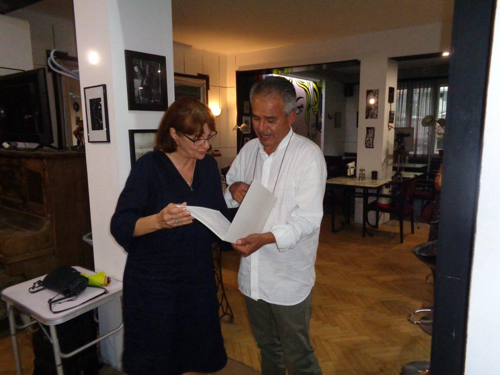 Емилия Йорданов връчва на Диего Ендара посланието на Екатерина Захариева. Снмка: Къдринка Къринова