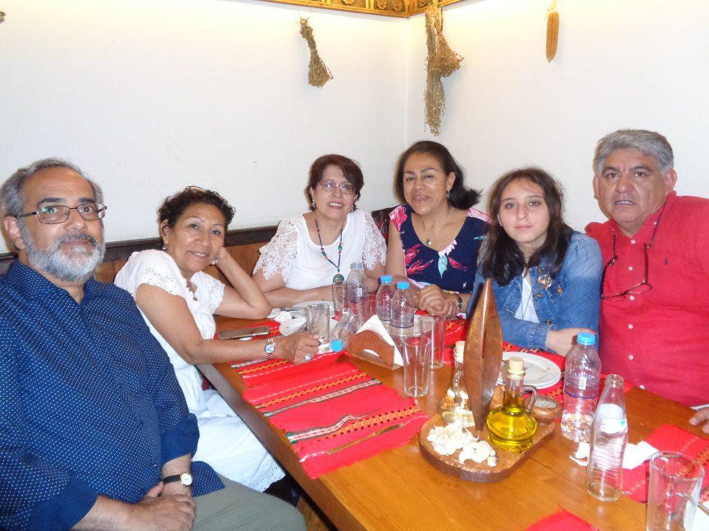 Отляво надясно: колумбиецът Сесар Алборнос, перуанката Бети Тая Мехия, еквадорката Фани Кастеянос, перуанката Сандра Облитас, еквадорците Бианка и Патрисио Понсе. Снимка: Къдринка Къдринова