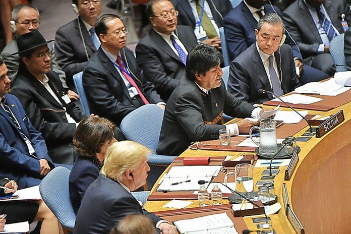 Ево Моралес по време на речта си в Съвета за сигурност. Доналд Тръмп е през един стол от него, на преден план. Снимка: UNTV
