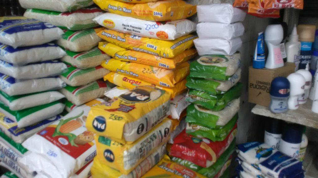 Венесуелски субсидирани продукти на сергия в колумбийския граничен град Кукута. Снимка: El Estimulo