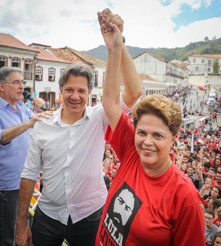 Фернандо Хадад и Дилма Русеф на предизборен митинг в Оро Прето, щата Минас Жераис. Снимка: Рикардо Стукерт