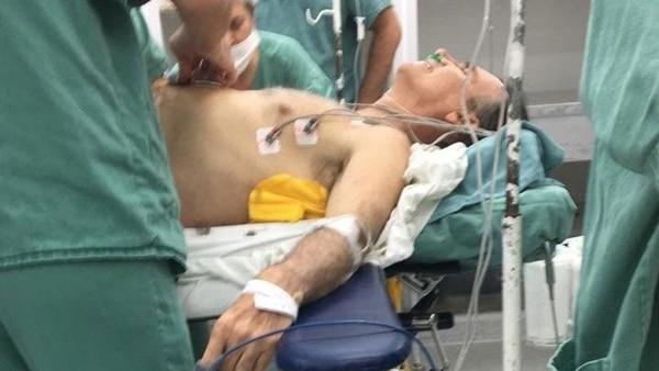 Болсонаро на операционната маса. Снимка: Фейсбук