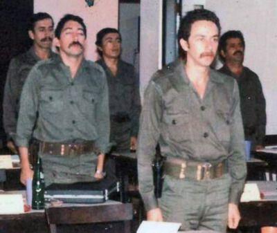 Валенсуела Леви (на преден план) като офицер от чилийската съпротива по време на обучението в Куба. Снимка: Museo de la Memoria