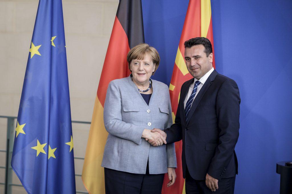 Ангела Меркел и Зоран Заев. Снимка: Wikimedia Commons