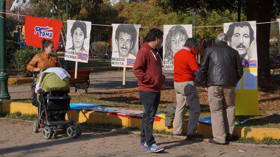 """Правозащитните организации в Чили днес често организират възпоменания на убитите в средата на 1987 г. активисти на Патриотичния фронт """"Мануел Родригес"""", борили се срещу диктатурата. Снимка: El Siglo"""