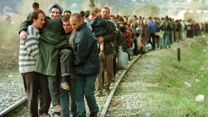Така ни показваха косоварите преди 20 години. Снимка: Resumen Latinoamericano