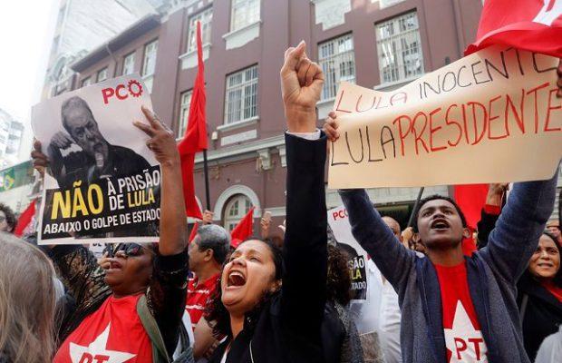 Бразилци демонстрират в защита на президентската кандидатура на Лула. Снимка: Resueman Latinoamericano